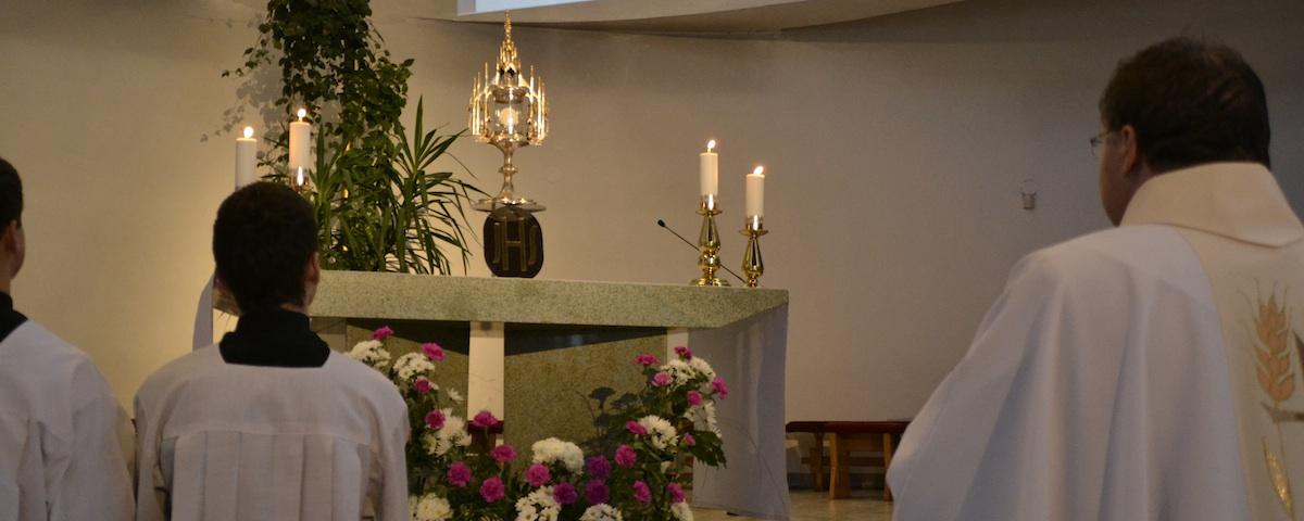 Oltár a Sviatosť Oltárna